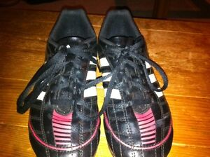 Soccer shoes. Adidas. Youth size 4 London Ontario image 3