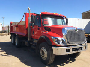 2013 INTERNATIONAL 7400 TANDEM AXEL DUMP TRUCK- LIKE NEW!!!!