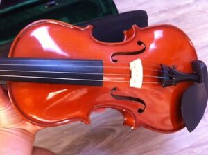 Violin 3/4 size with case!
