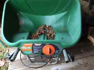 Lawn spreader/ fertilizer