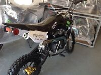 2016! NEW IN BOX- 125CC 4 SPEED MANAUL DIRTBIKE!! MONSTER ENERGY