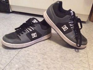 PAIR OF DC SHOES!!!!!CHEAP