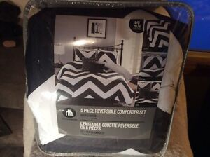 NEW 5 PC Comforter Set