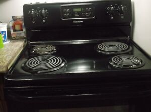 SELF CLEANING DIGITAL STOVE / OVEN FOR SALE