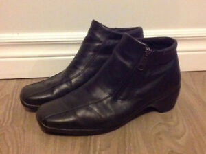 Women's Aqua College Leather Ankle Boots