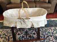 Jolly Jumper Moses Basket with Deluxe Rocking Basket