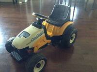 PEG PEREGO !!!*** Cub Cadet Pedal Tractor Ride On !!!