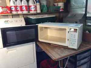MIcrowave Oven GE -under cabinet installation or counter top