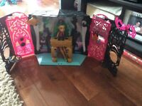 Monster High - 2 Sets & 2 Dolls