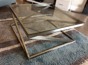 Beautiful modern metal/Chrome and glass table set