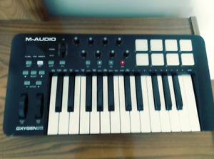 Clavier MIDI M-Audio Oxygen 25