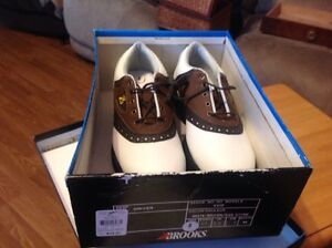 NEW brooks golf shoes size 8