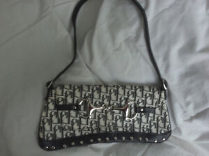 Cute and Sleek Purse with Black/White LettersLike new!  Excelle