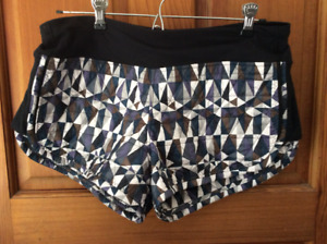 Lululemon RARE quilted hot cheeks shorts size 8 80$