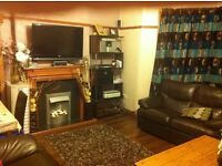 Large double bedroom in Shawlands