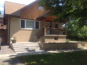 $2,200 (ALL IN) 2-bed, 2-bath Detached House (Alderwood)