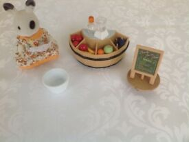 Sylvanian Families Juice Bar and figure