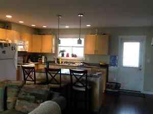 Newer Townhouse on bus route close to shopping