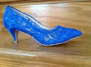Souliers bleu royal en dentelles