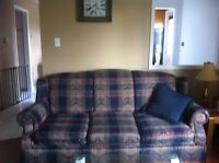 Couch 20$ table 20$