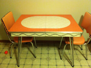 Retro metal table and 4 chairs