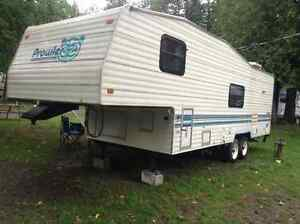 ** FIFTH WHEEL ** PROWLER LYNX 27.5 P ** EXELLENTE CONDITION **