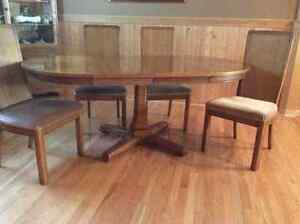 chair, dinning set, tv stand Windsor Region Ontario image 1