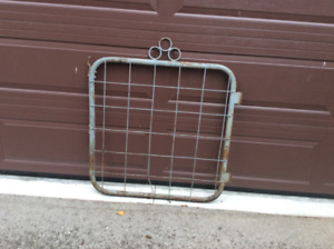 2 Fence gates and T posts