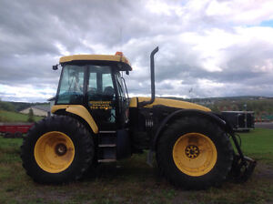 Tracteur versatile New Holland TV145  excellente condition
