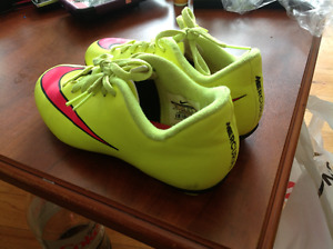 Girls Nike size 2 Youth Soccer cleats