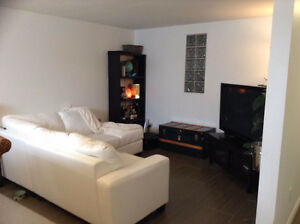 Tres beau 3 1/2 Tres large 750' quarre Very Nice  Bachelor Apt.