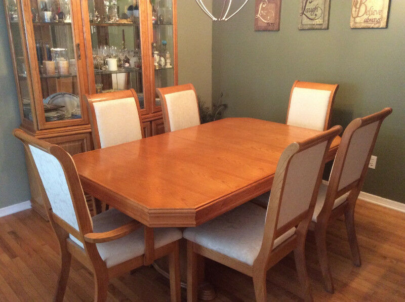 DINING ROOM TABLE HUTCH