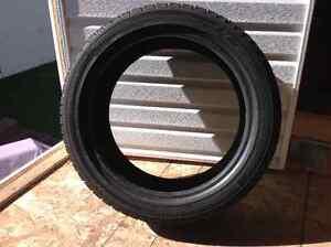 2 pneus d'hiver yokohama à vendre