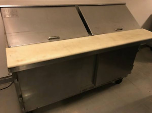 5 Ft. Beverage Air Sandwich Table with Cutting Board