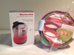 Small food processor and bowls