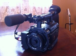 Sony pmw f3 video camera (only 330 hours)