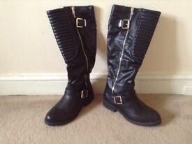 Long black boots,
