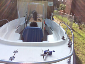17.5 EXCELLENT - CENTER CONSOLE FISHING BOAT UNSINKABLE