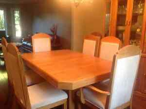 Oak table with 8 chairs Peterborough Peterborough Area image 1