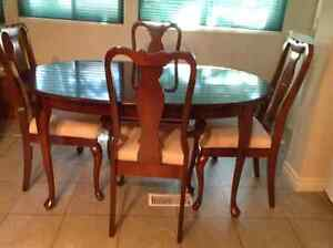 Dining table, chairs, buffet hutch. DELIVERY AVAILABLE Cambridge Kitchener Area image 1