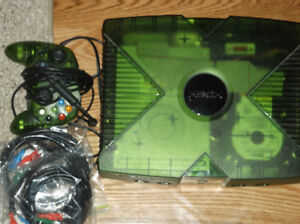 Rare green Xbox, modded and loaded with 10 000 retro classics.