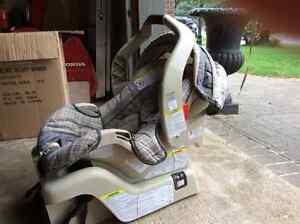 Graco Travel System - SnugRide 30 car seat & stroller Cambridge Kitchener Area image 2