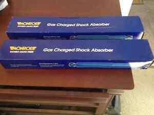 MONROE gas shocks  -33817-