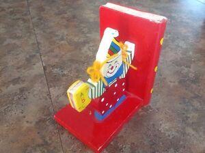 Support à livre de clown pour bibliothèque  Saguenay Saguenay-Lac-Saint-Jean image 4