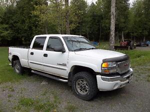 2004 GMC Sierra 2500 Pickup Truck