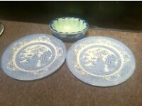 Collection x3 blue and white colbolt plates and bowl / jelly mold