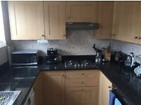 1 double bedroom in lovely 3 bedroom house in Raynes Park (short or long term lease available)