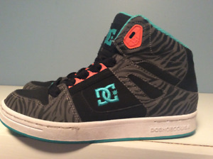 GIRLS DC SHOES - SIZE 3