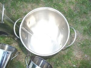 "4 - STAINLESS STEEL POTS 16"" TALL X 7"" ROUND TOP Belleville Belleville Area image 3"