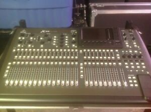 Behringer x32 with roadcase